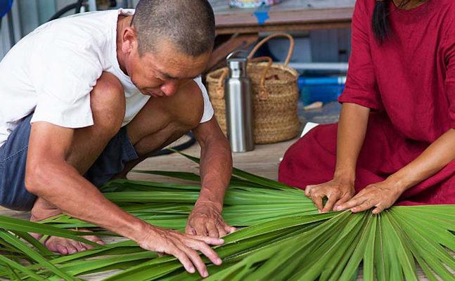 ビロウの葉を編む